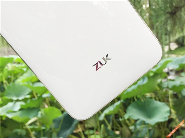 ZUK_Z1_Mobile_Phone_Unpacking_08