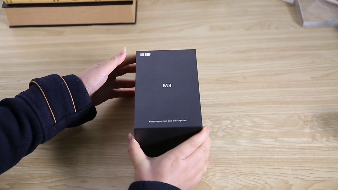 Elelphone M3 packaging box on the table held in hand