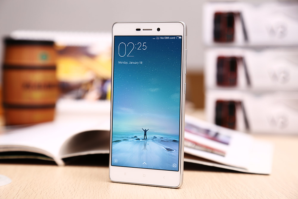 The front panel of Xiaomi Redmi 3, featuring a 5-inch display