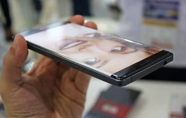 Elephone P9000 Edge display design without bezels