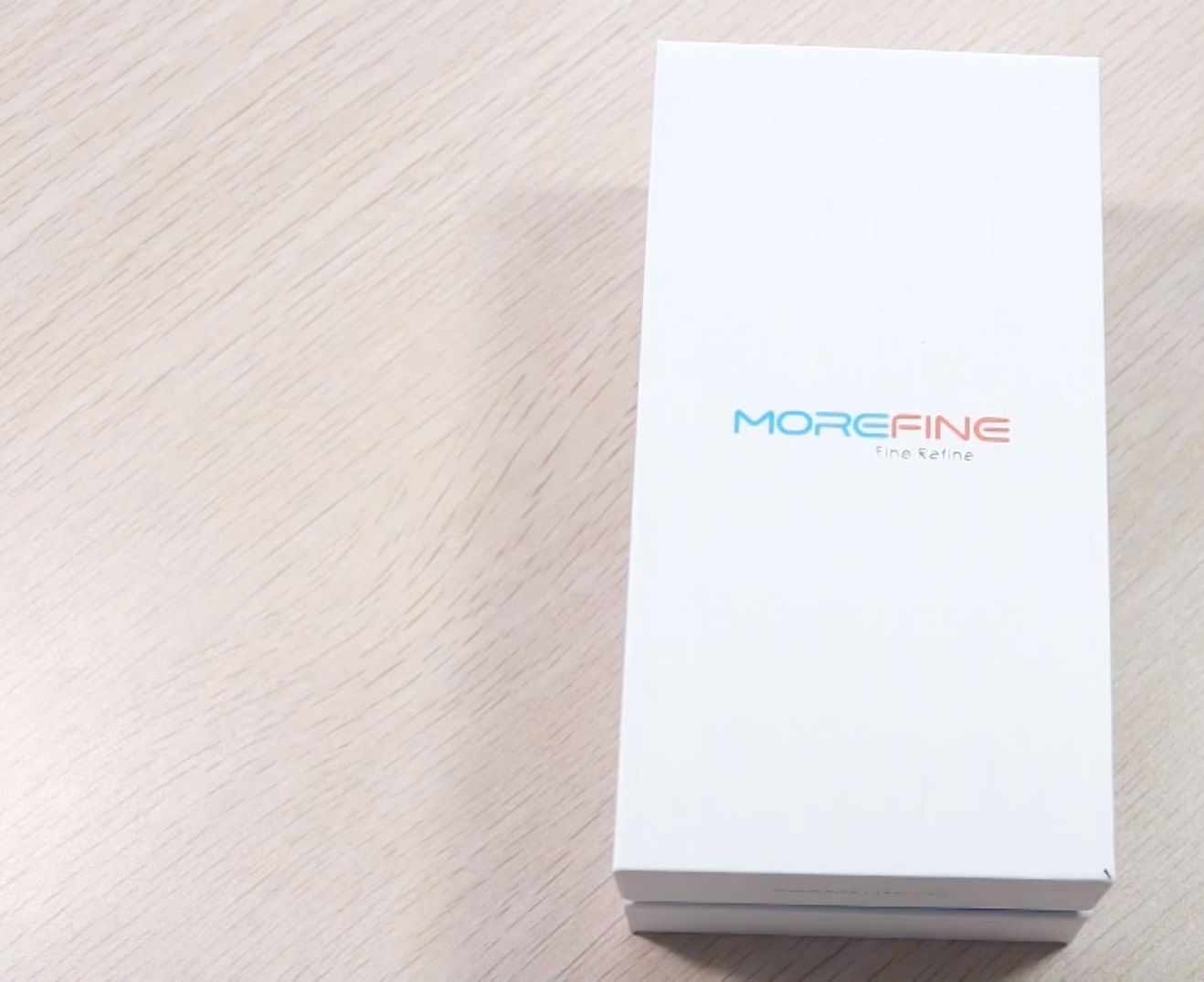 MOREFINE MAX1 Plain white box withe the logo on it sitting on table