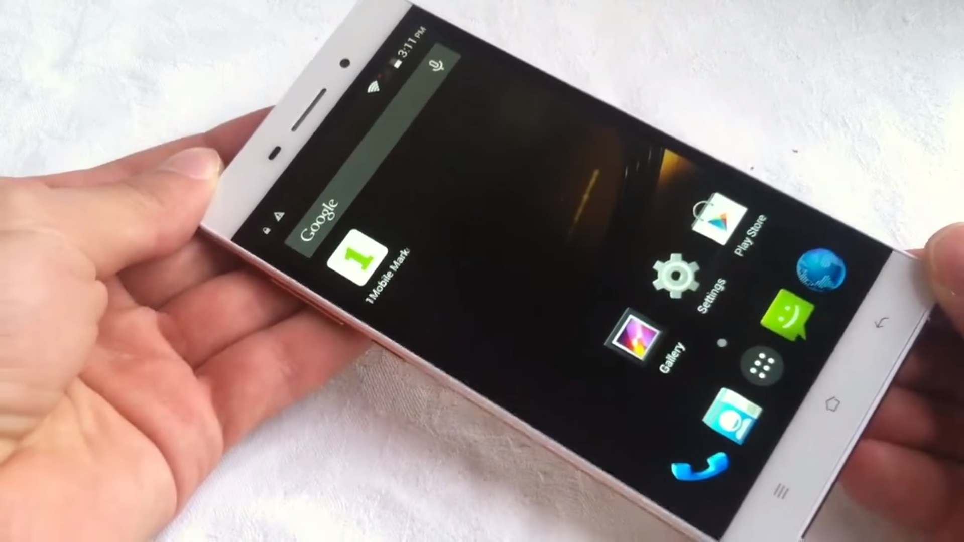 UIMI U5 Hands on, white background, Android home screen.
