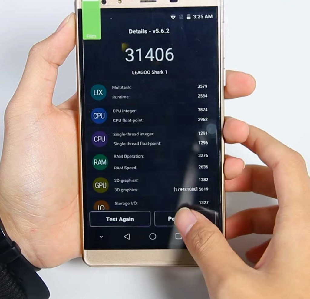 Tests results displayed on the screen of the Leagoo Shark 1 smartphone.