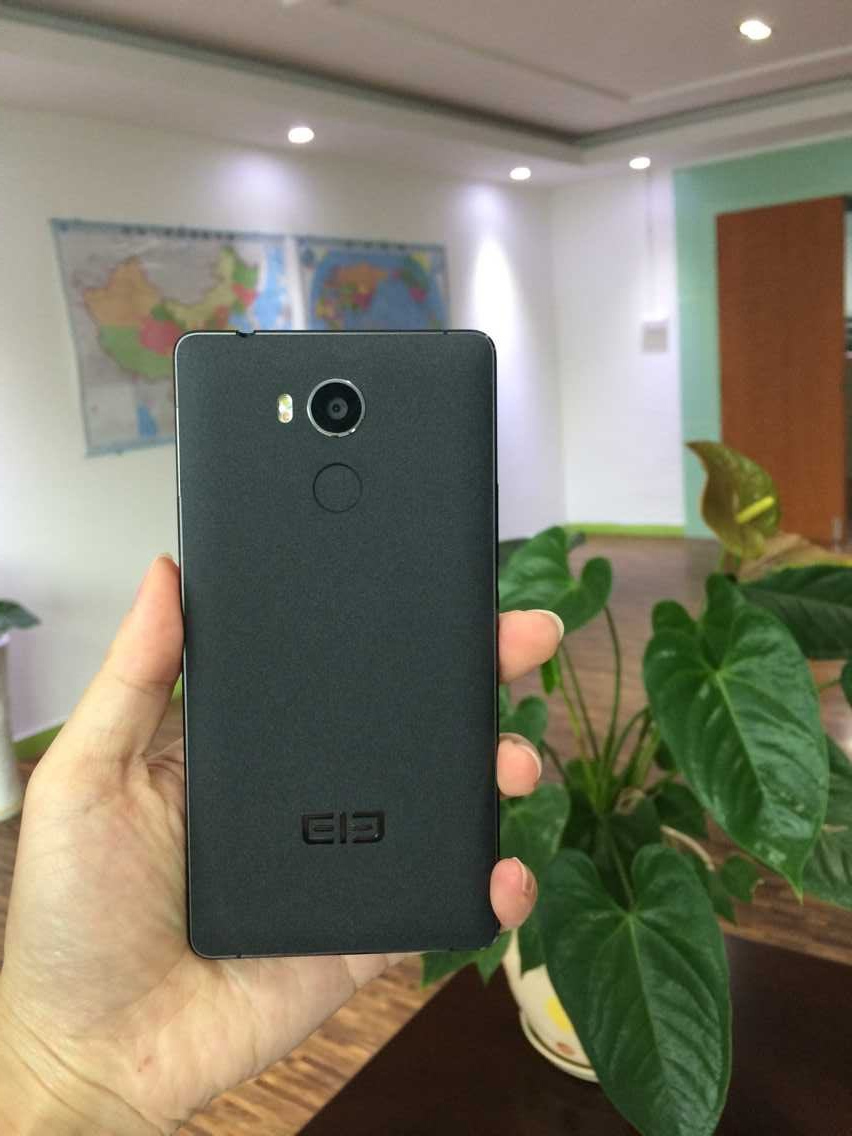 The back side of the Elephone P9000 Lite
