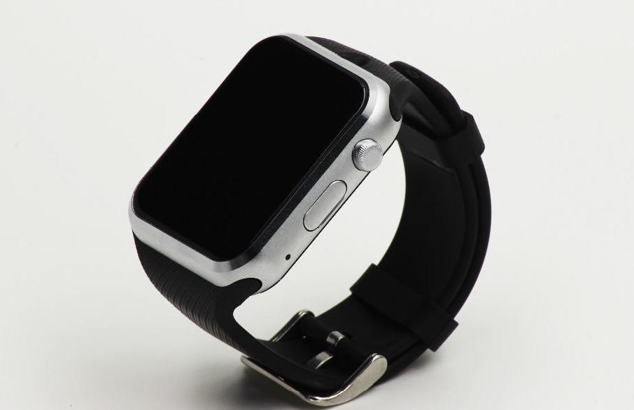 Checking out the black version of GD19 smartwatch