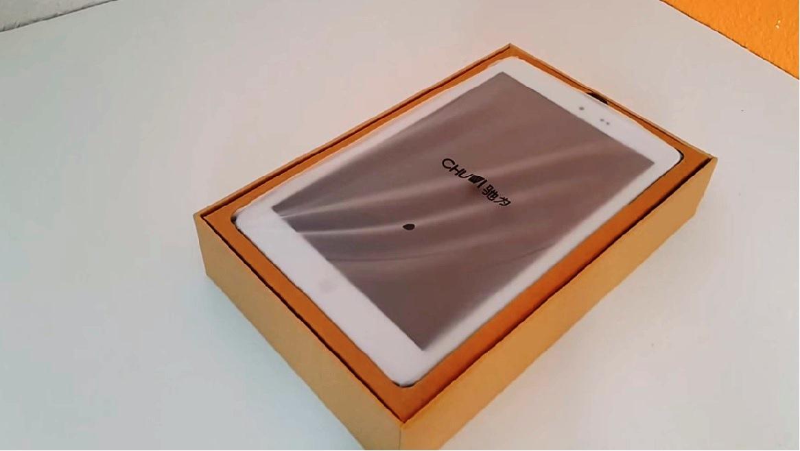 Chuwi Hi8 Pro showcasing the packaging