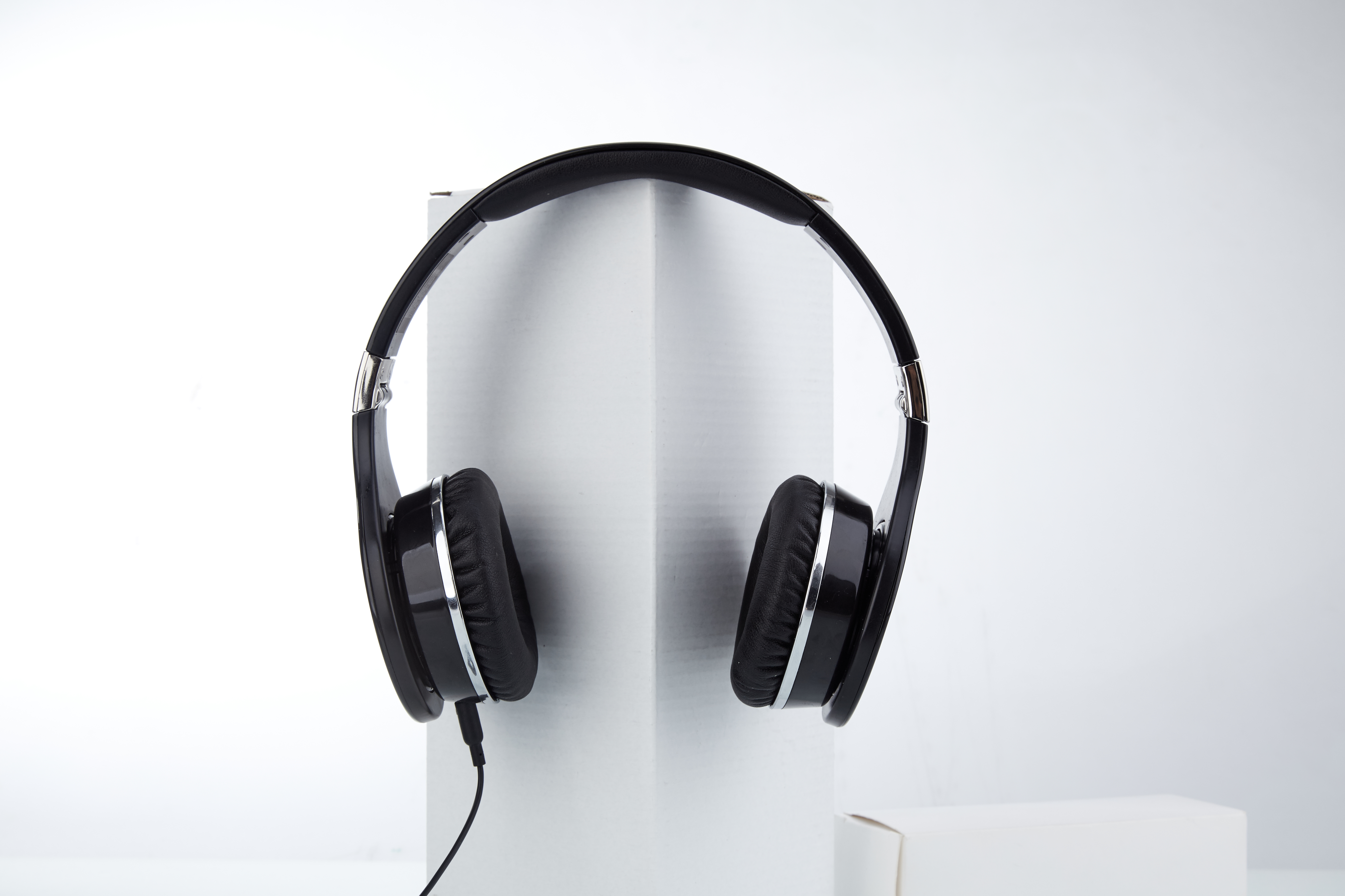 Mixcder 872 HD headphones hanging, white background