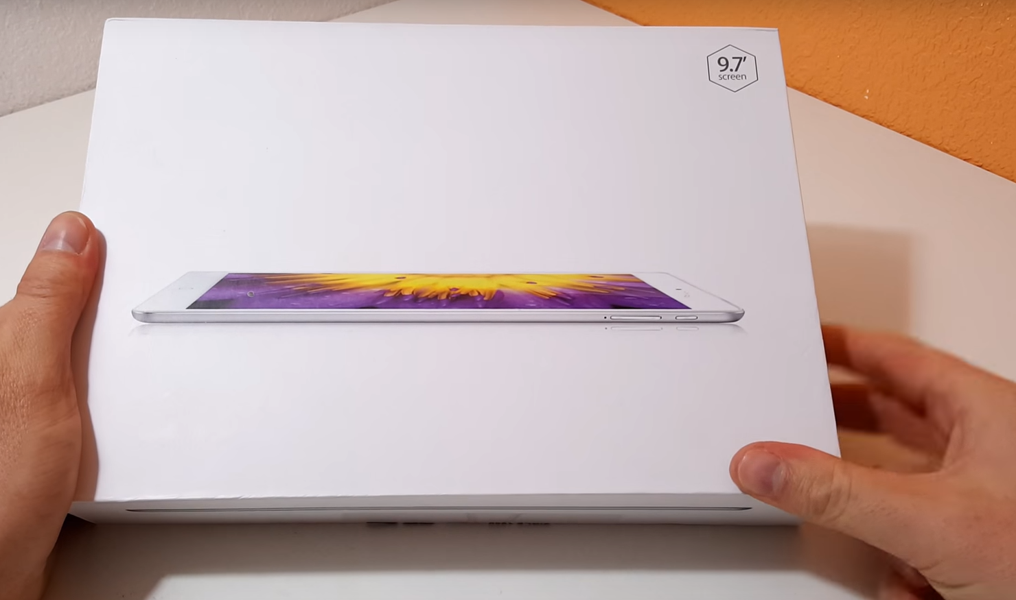 Onda V919 Air tablet unboxing. Box held in hands.