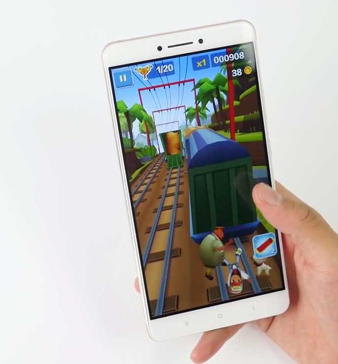 Xiaomi Mi Max playing Subway Surfers