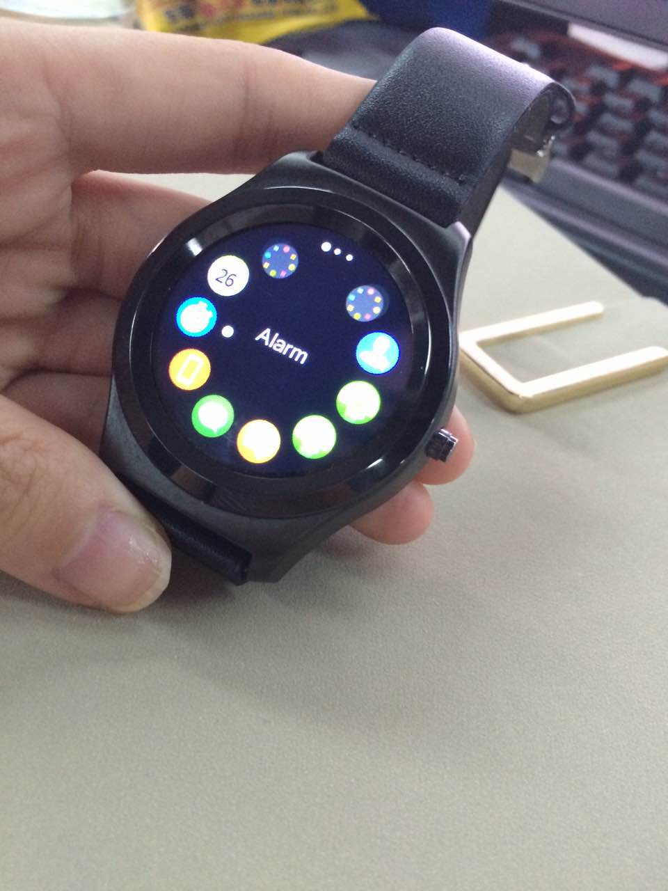Q2 Siri Review: a $40 smartwatch with round touch screen