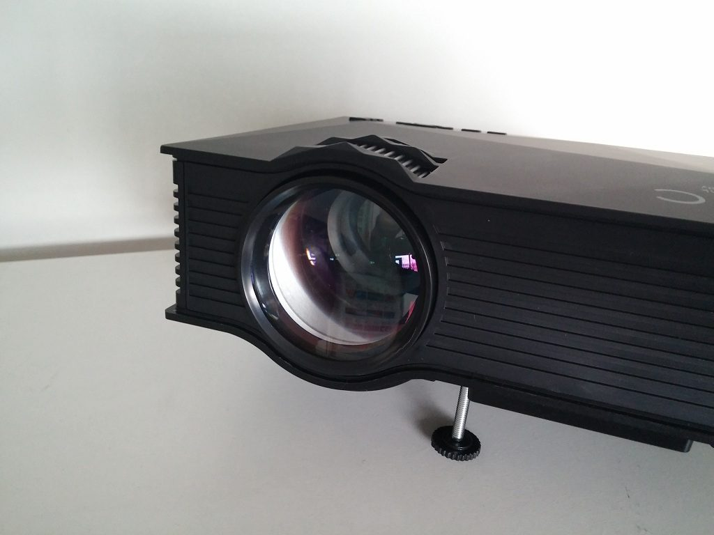 UNIC UC46 LCD Projector Review - Lens