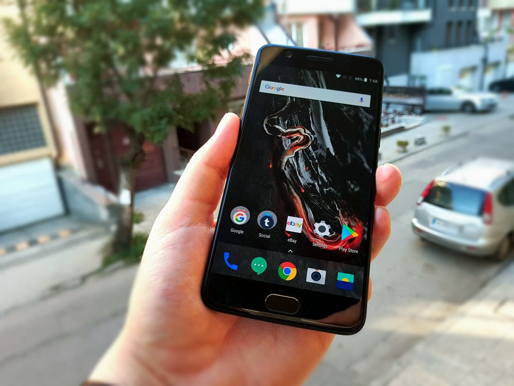 Nokia 8 Review - Not Good Enough For 2017 Flagship Phone