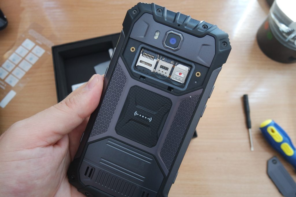 armor 2 dual sim and sd card slot