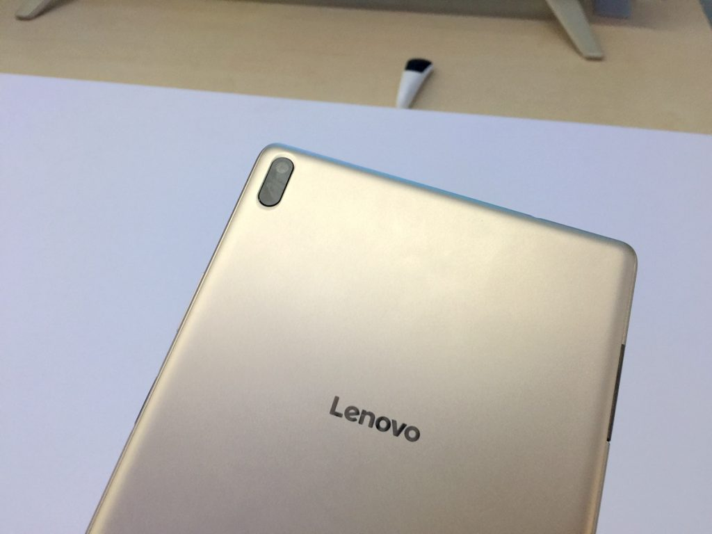 Lenovo Xiaoxin TB 8804F Tablet PC Review - Camera