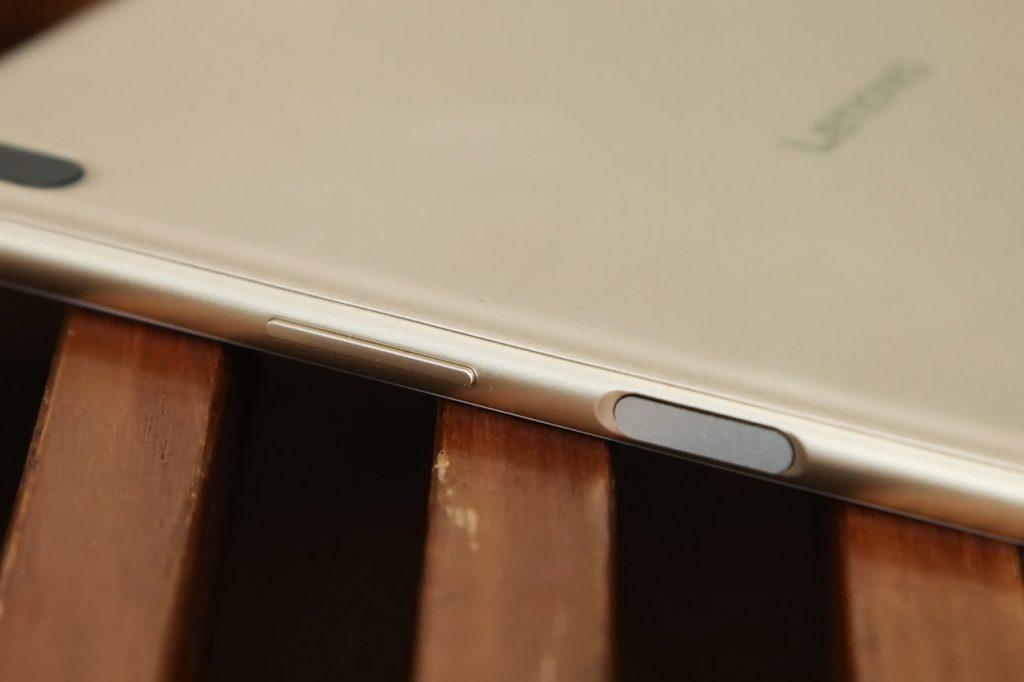 Lenovo Xiaoxin TB 8804F Tablet PC Review - Fingerprint sensor