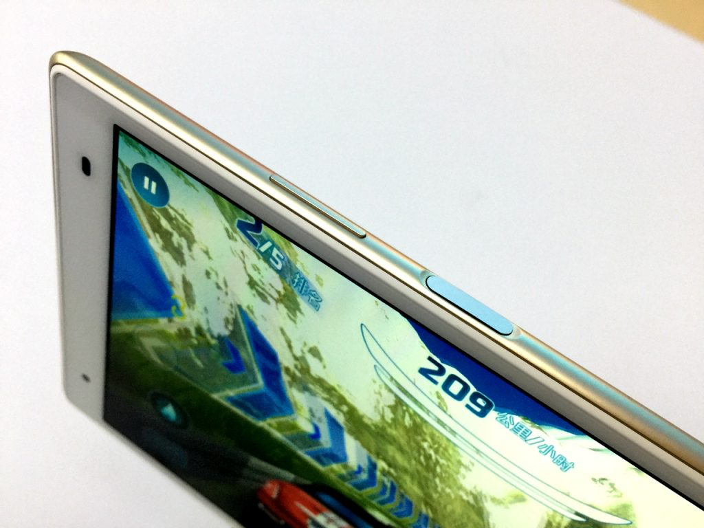Lenovo Xiaoxin TB 8804F Tablet PC Review - Power Button