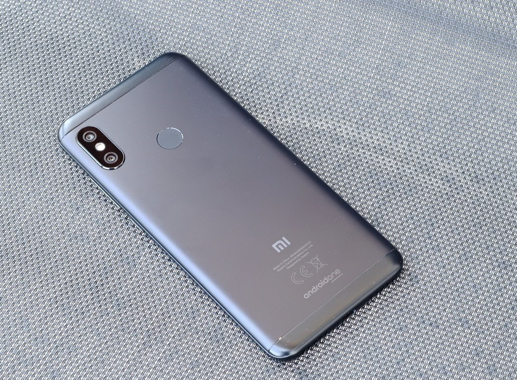 Xiaomi Mi A2 Lite (4+64G) - Android One Budget Smartphone